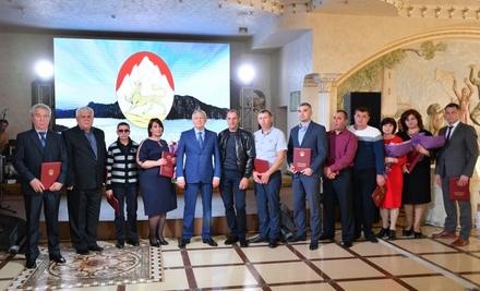 Вячеслав Битаров вручил награды труженикам села
